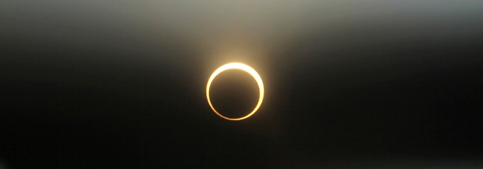 Die Feuerkranz-Sonnenfinsternis fotografiert in Nakuru, 160 Kilometer westlich der kenianischen Hauptstadt Nairobi.
