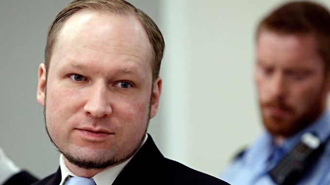 Nach seiner Horror-Tat sucht Anders Breivik Kontakt zu anderen rechten Kriminellen.