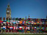 Nationalflaggen vor dem Palace of Westminster: London ist eine sehr internationale Stadt, nicht nur zu den Olympischen Spielen.