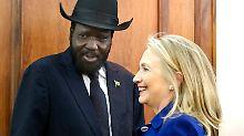 Südsudans Präsident Salva Kiir mit US-Außenministerin Hillary Clinton.