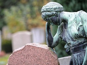 Werden noch kurz vor dem Tod eines Schwerkranken Ringe getauscht und dann Hinterbliebenenansprüche angemeldet, findet die Rentenversicherung das erst einmal verdächtig.