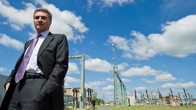 """Oettinger: """"Das kann so nicht weitergehen, weil wir damit die Verbraucher überfordern und die Wirtschaft schädigen."""""""
