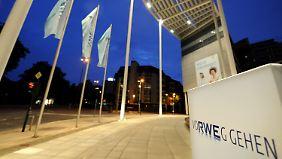 Vorgezogene Energiewende: Stromversorger verschärfen Sparprogramm