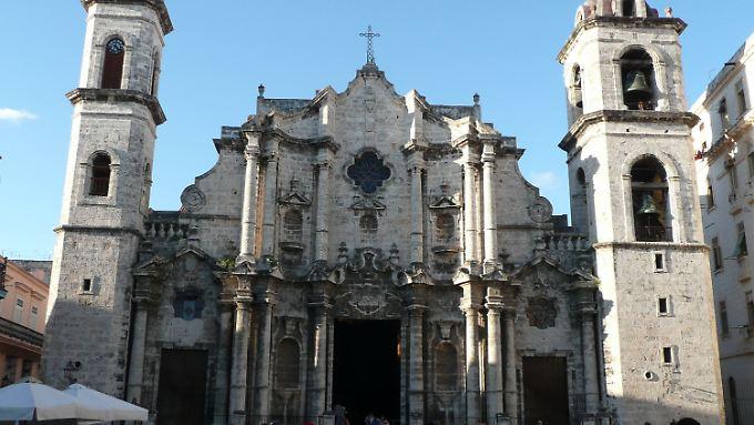 Die Kathedrale dominiert den Plaza de la Catedral im Herzen der Altstadt. Seit 2005 besitzt sie wieder eine Orgel. Diese wurde mit Spenden aus Deutschland eingebaut.