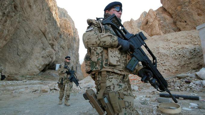 Bundeswehrsoldaten sind Mitte Januar 2010 bei Kundus im Norden Afghanistans im Einsatz.