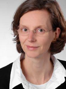 Theresia Höyinck ist Professorin an der Universität Kassel und war bis 2010 stellvertretende wissenschaftliche Direktorin des Kriminologischen Forschungsinstituts Niedersachsen.