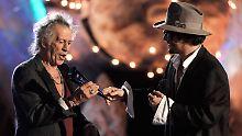 """Wie Vater und Sohn. (Richards und Depp bei den """"Scream Awards"""" im Oktober 2009 in Los Angeles)"""