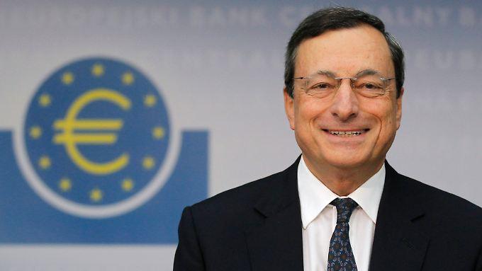 Mario Draghi enttäuschte die Märkte nicht - Kritiker bleiben jedoch skeptisch, ob die Liquidität wieder aus dem Markt kommt.