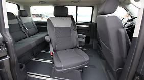 Innen ist Praktikabilität Trumpf. Der Extra-Sitz ist drehbar und, wie die anderen auch, herausnehmbar. Das ist aber nicht besonders einfach in der Handhabung.