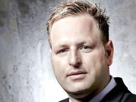 Stephan Lucas hat in Frankfurt/Main Jura studiert.