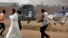 Vielerorts versuchten Sicherheitskräfte die Ausschreitungen unter Kontrolle zu bringen.