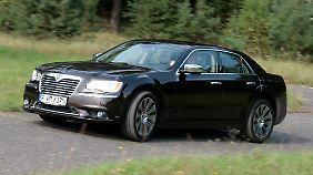 Der aggressive Chrysler-Grill ist einem nostalgischen Chromschild gewichen.