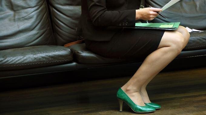 Die Einführung der Frauenquote soll laut Entwurf in zwei Stufen erfolgen: ab Januar 2018 eine Mindestquote von zunächst 20 Prozent  und ab Januar 2023 eine Mindestquote von 40 Prozent.