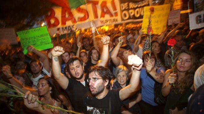 Demonstranten vor dem Lissaboner Präsidentenpalast.