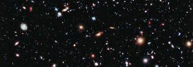 Rund 5500 Galaxien sind auf der Hubble-Aufnahme zu sehen, eine von ihnen ist 13,2 Milliarden Lichtjahre entfernt.