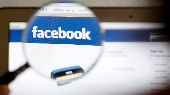 Facebook rät seinen Nutzern, genau hinzuschauen.