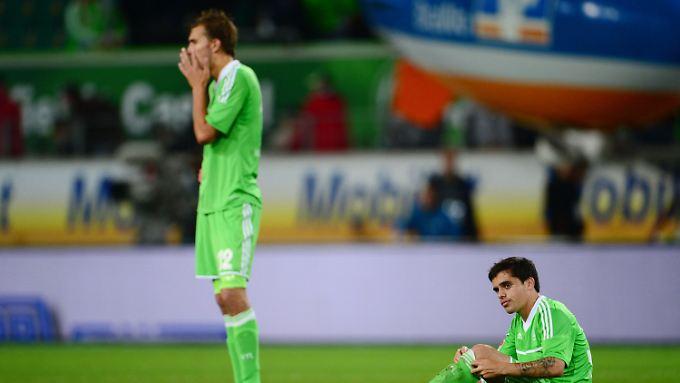 Die Wolfsburger Bas Dost (links) und Fagner.