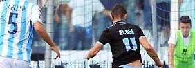 Zweimal überwindet Klose den Pescara-Schlussmann Mattia Perin.