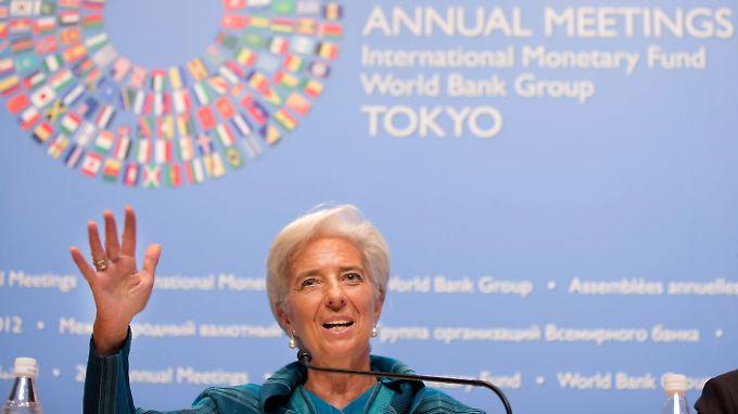 Lagarde spricht sich deutlich für zwei Jahre mehr Zeit aus.