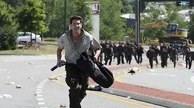 Shane auf der Flucht vor Streunern - am Staffelende ist er tot. Richtig tot.