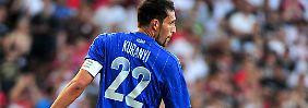 Mehrere seiner Mitspielerwurden von Paintball-Geschossen getroffen, Kuranyi blieb jedoch unversehrt.