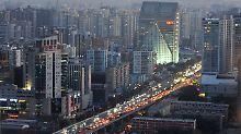 Straßenverkehr in der chinesischen Hauptstadt Peking.