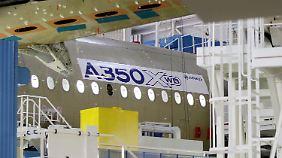 Der Listenpreis für den A350 liegt zwischen 188 Mio. und 246 Mio. Euro.