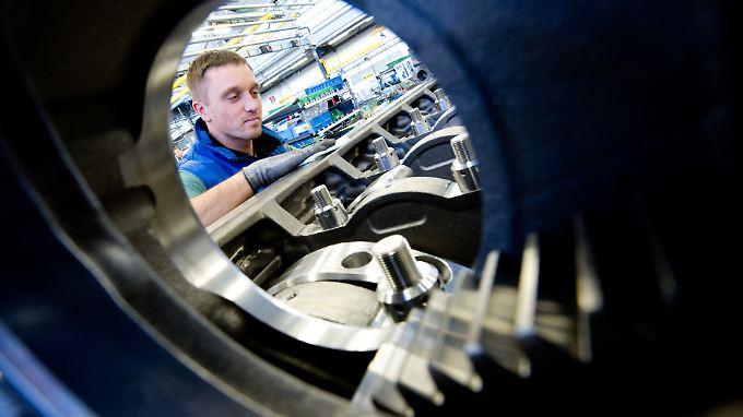 Der Blick durch die Röhre: Die deutsche Wirtschaft ist noch voll in Fahrt.