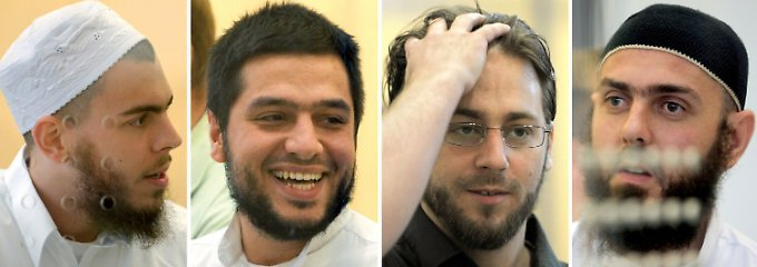 Die Angeklagten Daniel Schneider, Atilla Selek, Fritz Gelowicz und Adem Yilmaz (von links) im Verhandlungssaal.