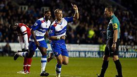 Noel Hunt erzielte in der 37. Minute das 4:0 für den FC Reading. Zum Weiterkommen reichte das nicht.