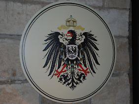 """Eines der wenigen """"wirklichen"""" Ausstellungsstücke: ein preußisches Wappen aus der Kaiserzeit."""