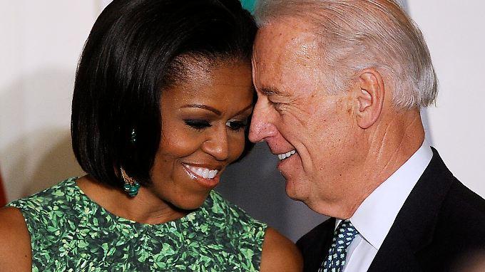 Michelle Obama und Joe Biden halten Barack Obama den Rücken frei.