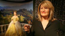"""Zufall? Im Wachsfigurenkabinett von Madame Tussauds hat es Alice Schwarzer neben Romy Schneider als """"Sissi"""" geschafft."""