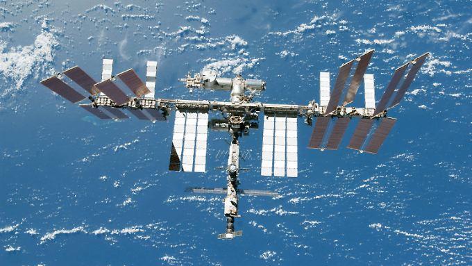 Die Raumstation ISS von der anderen Seite betrachtet.