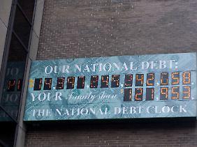Schwindelerregender Anblick: die Schuldenuhr in New York (Stand: 24. Juli 2011)