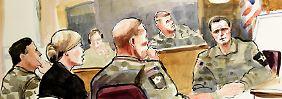 Die Zeichnung zeigt den Unteroffizier Robert Bales (r) im Gerichtssaal.