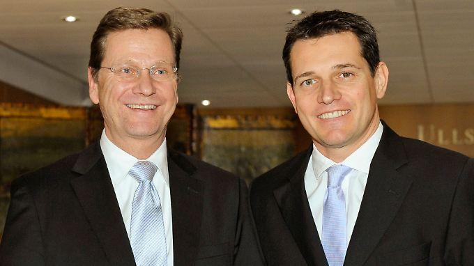 Westerwelle und Mronz bei einem Empfang im Axel-Springer-Haus.