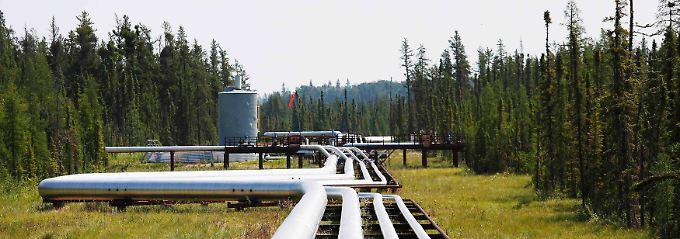Rohöl, Dampf, Erdgas und Strom: Bei Cold Lake im kanadischen Alberta schlängeln sich die Transport- und Versorgungsleitungen zum Ölsandtagebau von Cenovus Foster Creek.