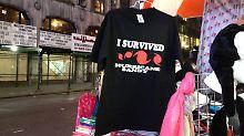 Die Überlebenden des Hurrikans sollen dem Händler der T-Shirts das geschäftliche Überleben sichern.