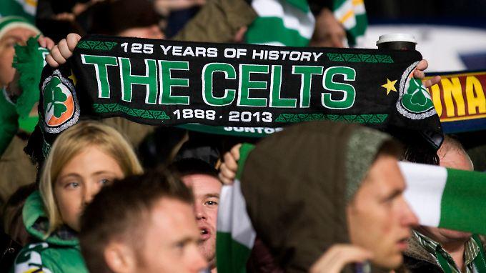 Celtic-Fans feiern gegen den FC Barcelona einen historischen Sieg.