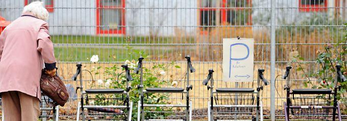Rollator-Parkplatz an einem Senioren-Treff in Herbsleben.
