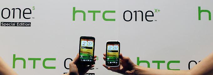 """Zwei aktuelle HTC-Produkte: Links ein """"One X+"""" und rechts ein """"One S"""" (hier in einer Sonderedition)."""