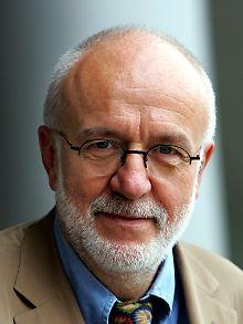 Ernst Peter Fischer ist Professor für Wissenschaftsgeschichte an der Uni Konstanz. 1977 promovierte er bei dem Biophysiker Max Delbrück, der Bohr persönlich kannte.