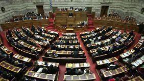 Antideutsche Proteste: Griechisches Parlament billigt Haushalt 2013