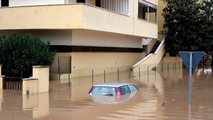 Hochwasseralarm in Italien: Viele Orte von Außenwelt abgeschnitten