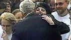 Die wohl bekannteste Sexaffäre der letzten Jahrzehnte liefert diese junge Dame, die hier US-Präsident Bill Clinton umarmt. Die Praktikantin Monica Lewinsky erwirbt die Gunst des mächtigen Demokraten, die beiden beginnen eine folgenschwere Beziehung.