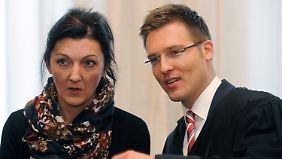 Klägerin Iris Herold mit ihrem Anwalt.