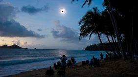 Zwei perfekte Minuten Dunkelheit: Sonnenfinsternis begeistert Australien