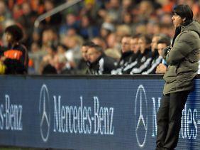Inmitten der Personalmisere einfach den früheren Stürmer Lukas Podolski in den Sturm zu stellen, war Bundestrainer Joachim Löw offenbar nicht innovativ genug.