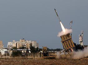 """Projekt """"Eiserne Kuppel"""": Mit einem elektronisch vernetzten Schutzschirm versucht sich Israel vor Überfällen aus dem Gazastreifen zu schützen."""